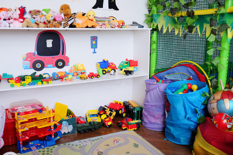 La sala de juegos de los niños vacíos fotos de archivo