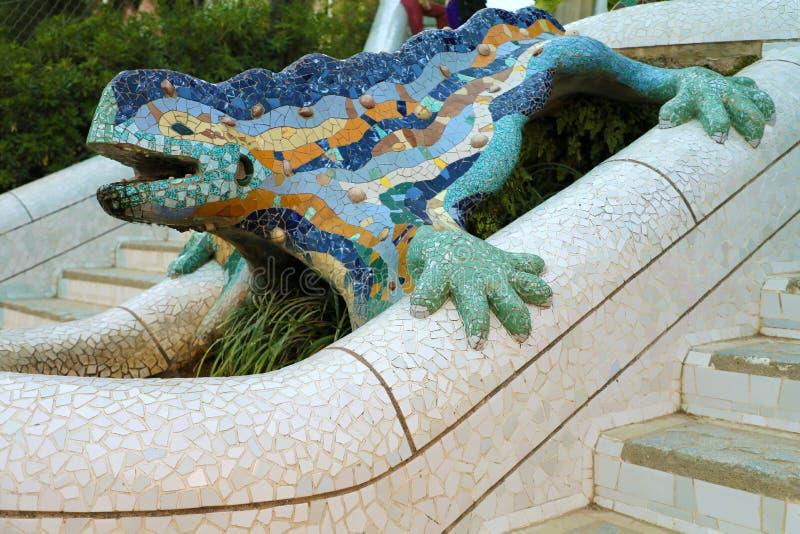 La salamandra en ana del ¼ del parque GÃ se ha convertido en un símbolo del trabajo del ` s de GaudÃ, Barcelona, Cataluña, España imagen de archivo libre de regalías