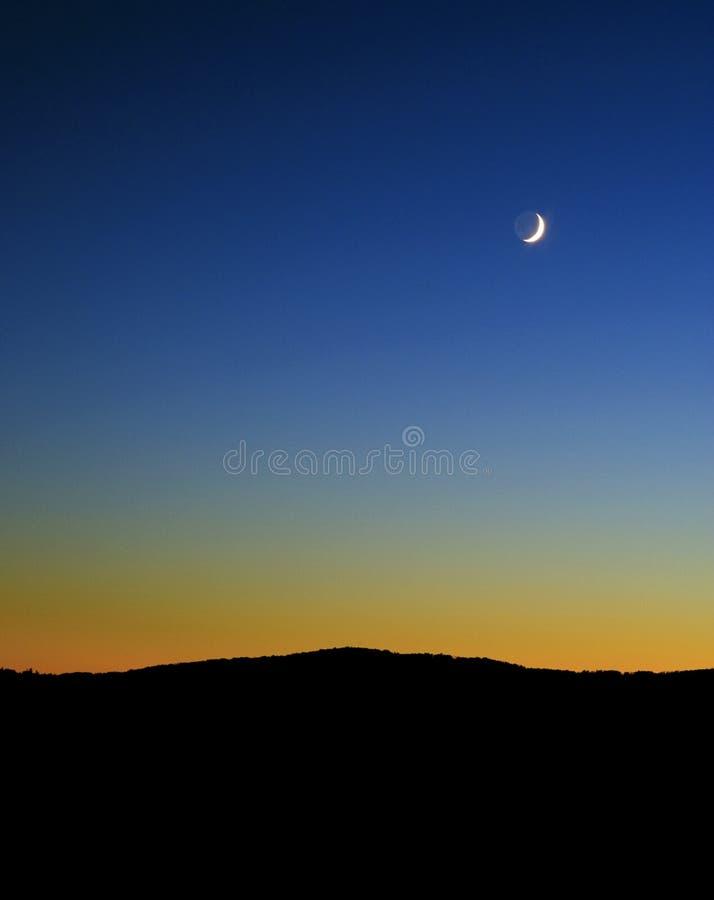 La salida de la luna y la puesta del sol sobre beagle señalan, área silvestre superior del búfalo, Ozark National Forest, Arkansa imagen de archivo libre de regalías