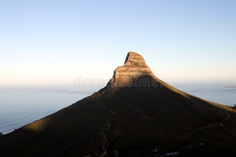 La salida del sol en el pico de leones dirige en Ciudad del Cabo foto de archivo libre de regalías