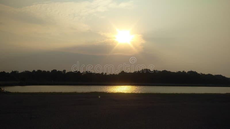 La salida del sol es mismo hermosa vista foto de archivo