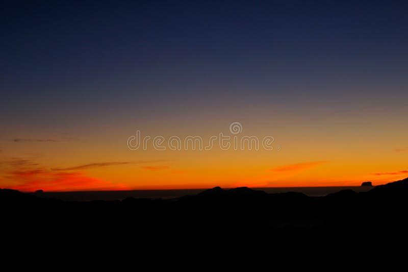 La salida del sol hermosa en las montañas ajardina - la montaña de la alegría del shan/de Hehuan imágenes de archivo libres de regalías