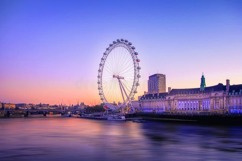 La salida del sol del ojo de Londres imagenes de archivo