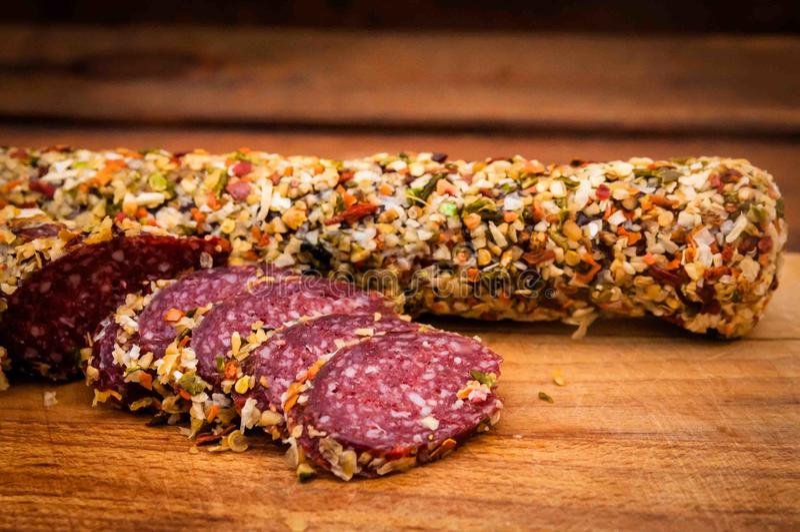 La salsiccia ha cucinato la salsiccia affumicata, immagine stock libera da diritti