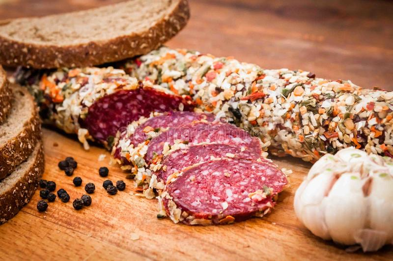 La salsiccia ha cucinato la salsiccia affumicata, immagini stock libere da diritti