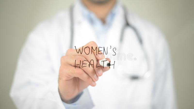 La salud de las mujeres, escritura del doctor en la pantalla transparente fotografía de archivo libre de regalías