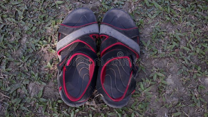 La sandalia Shoo Batta negro rojo imágenes de archivo libres de regalías