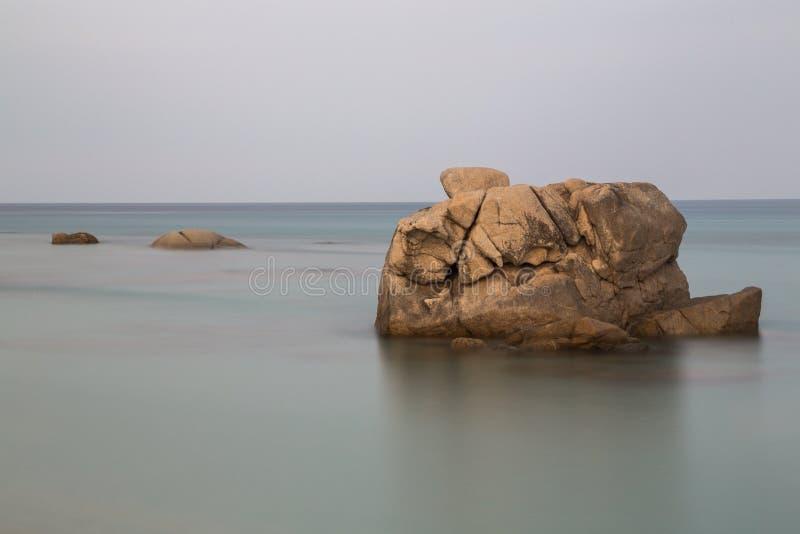 La Sardaigne, Italie - falaises et la mer photos libres de droits