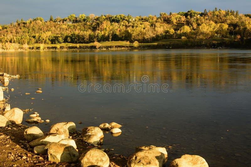 La Saskatchewan du nord River Valley un matin de chute à Edmonton photo stock