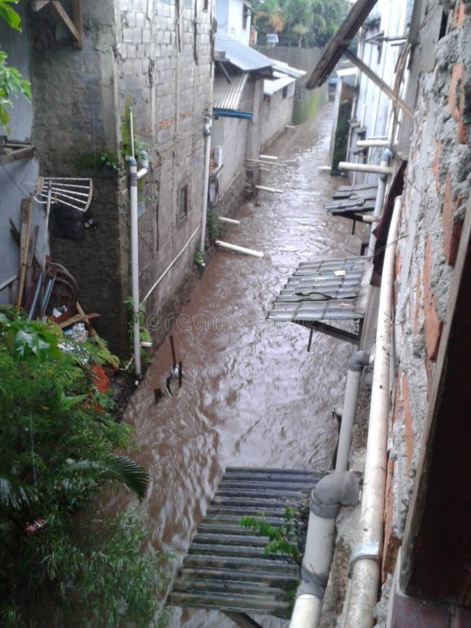 La scène de l'inondation à Jakarta dans la saison des pluies images stock
