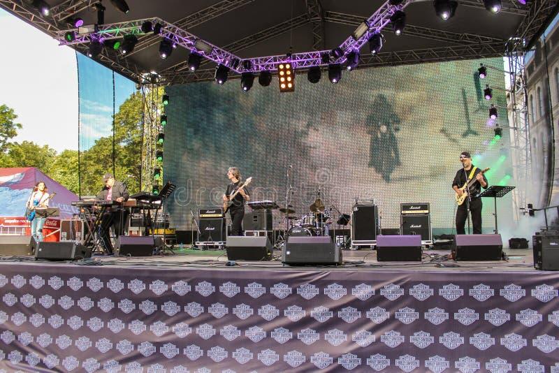 Download La Scène De Musique Dans Le Festival Harley Davidson Image éditorial - Image du assistances, bruit: 77154840