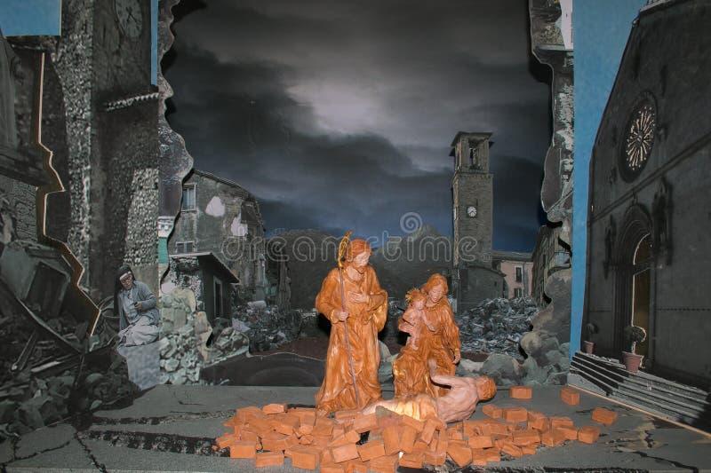 La scène de nativité au centre historique de la ville d'Amatrice détruit par tremblement de terre en août 2016 image libre de droits