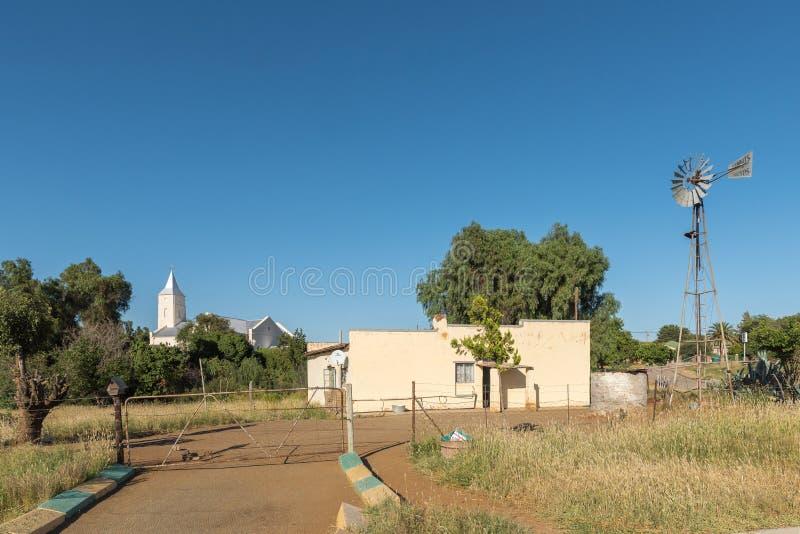 La scène de rue avec la maison, moulin à vent, Néerlandais a reformé l'église en Phil photographie stock