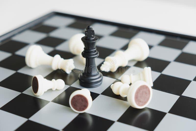 La scacchiera mostra la direzione, i seguaci e le strategie di successo di affari immagini stock