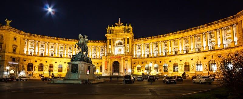 La scena di notte della statua equestre dell'eroe austriaco: Principe Eugene della Savoia, il vincitore sopra i Turchi nel XVII s fotografie stock libere da diritti