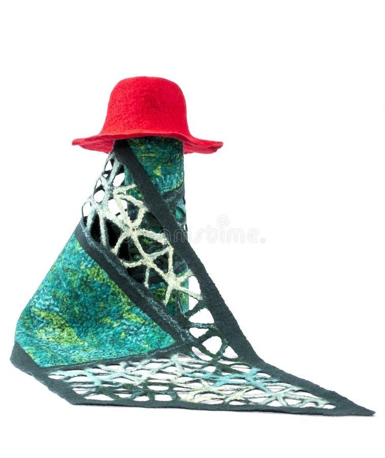 La sciarpa verde delle donne di lana felted con un cappello rosso fotografie stock