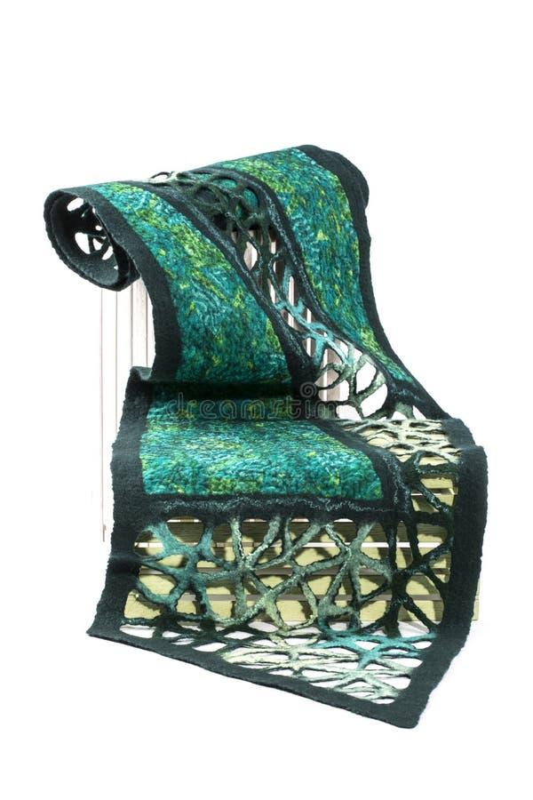 La sciarpa verde delle donne di lana felted immagini stock