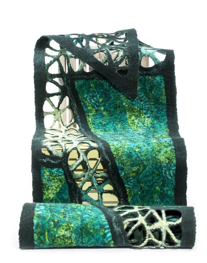 La sciarpa verde delle donne di lana felted fotografia stock