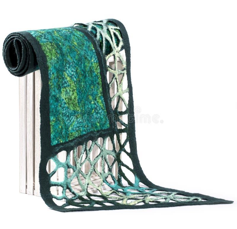 La sciarpa verde delle donne di lana felted fotografie stock libere da diritti