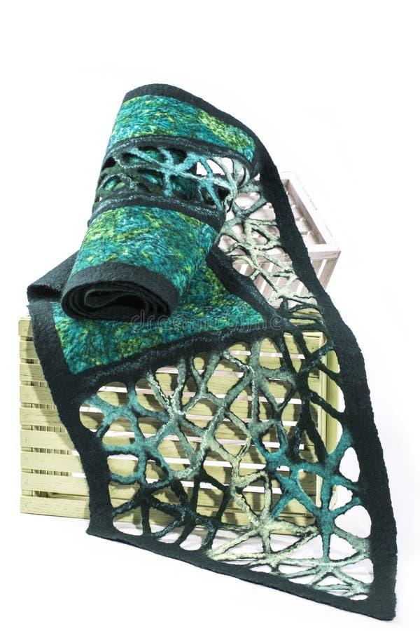 La sciarpa verde delle donne di lana felted immagini stock libere da diritti