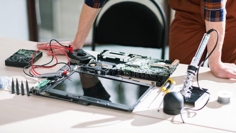 La science cassée de technologie d'ordinateur portable image libre de droits