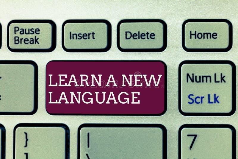La scrittura del testo della scrittura impara una nuova lingua Parole di studio di significato di concetto all'infuori della ling immagine stock