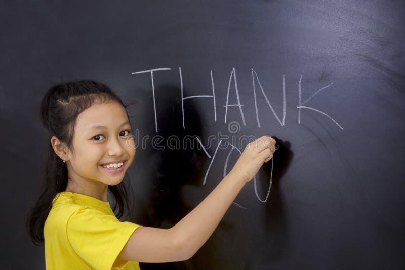 La scrittura della studentessa vi ringrazia testo immagini stock