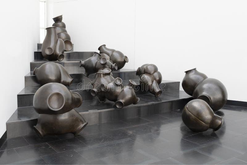 La sculpture dans le concours A à l'aéroport de Seattle s'appelle les cloudsandclunkers image stock