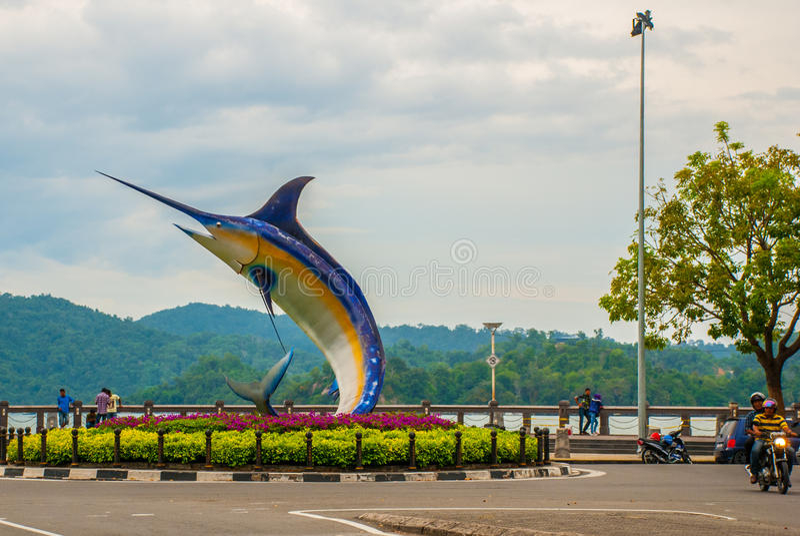 La sculpture en poissons sur le bord de mer Kota Kinabalu Sabah Malaysia photographie stock libre de droits