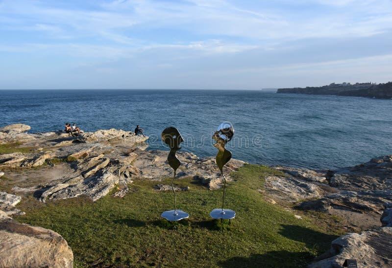 La sculpture par la mer est une exposition publique libre de sculpture image stock