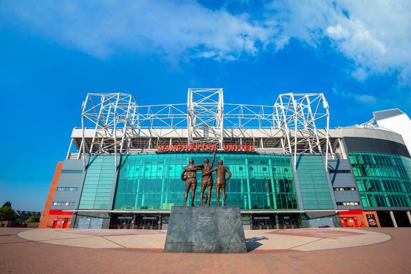 La scultura bronzea unita della trinità al vecchio stadio di Trafford a Manchester, Regno Unito fotografie stock
