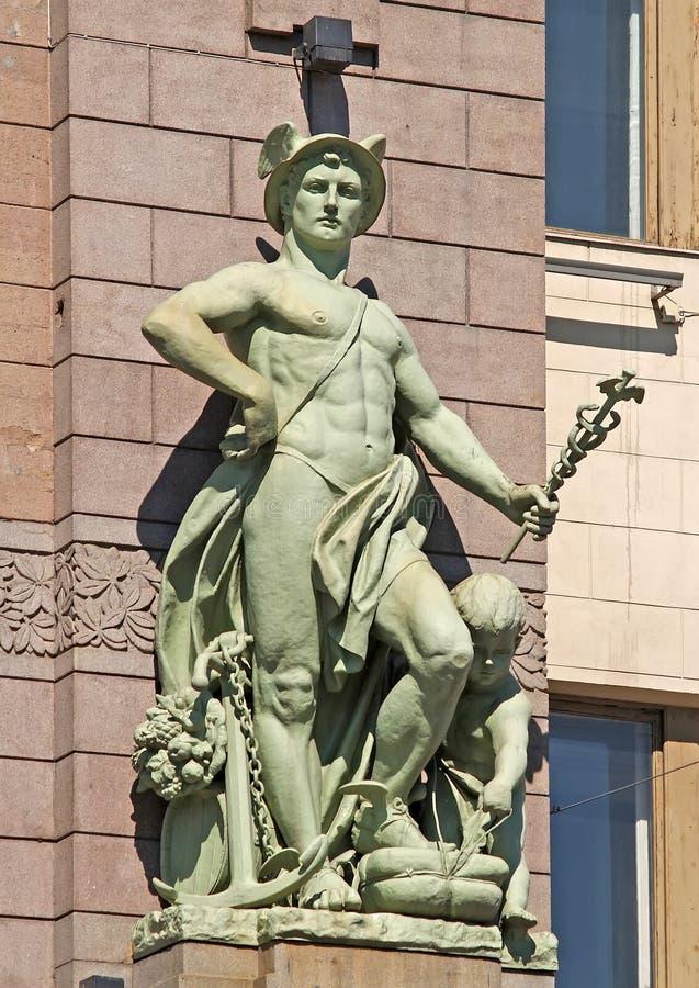 La scultura di Hermes su una facciata del teatro accademico della commedia di N P Akimov St Petersburg fotografia stock libera da diritti