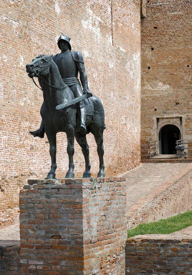 La scultura di un cavaliere immagini stock
