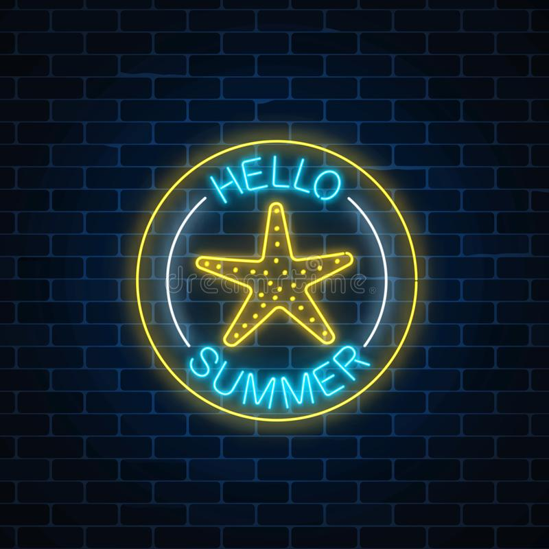 La señal de neón que brilla intensamente del verano comienza el partido con símbolo de la estrella de mar en marcos del círculo e libre illustration