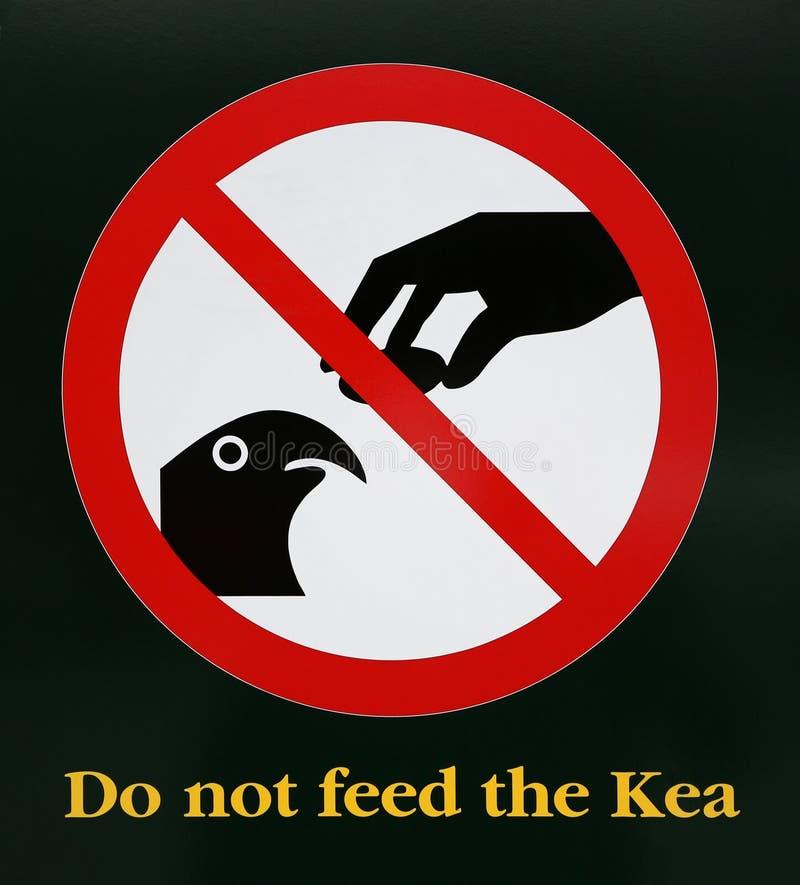 La señal de peligro no alimenta el Kea - Nueva Zelanda fotos de archivo libres de regalías