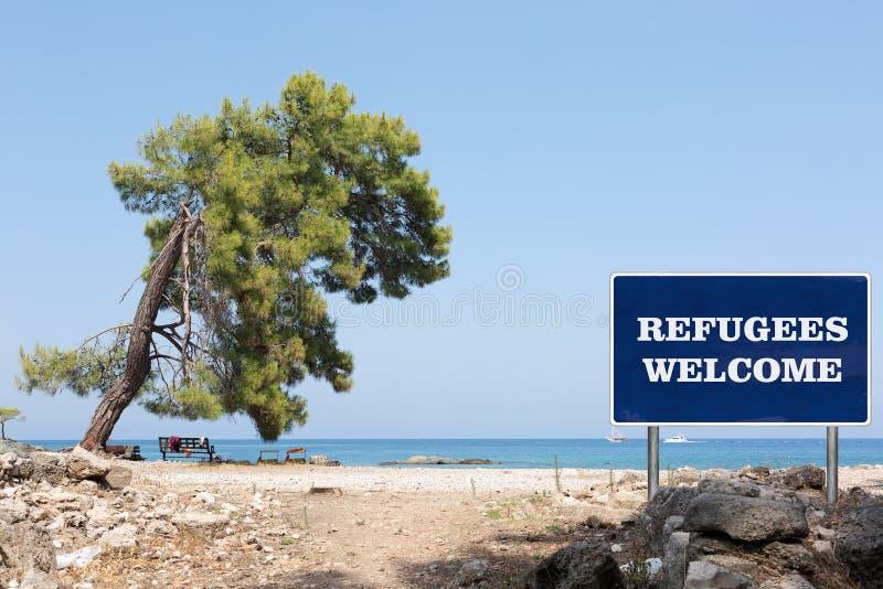 La señal de tráfico con el signo positivo de los refugiados fotografía de archivo libre de regalías