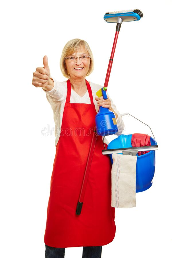 La señora de la limpieza guarda los pulgares para arriba fotos de archivo