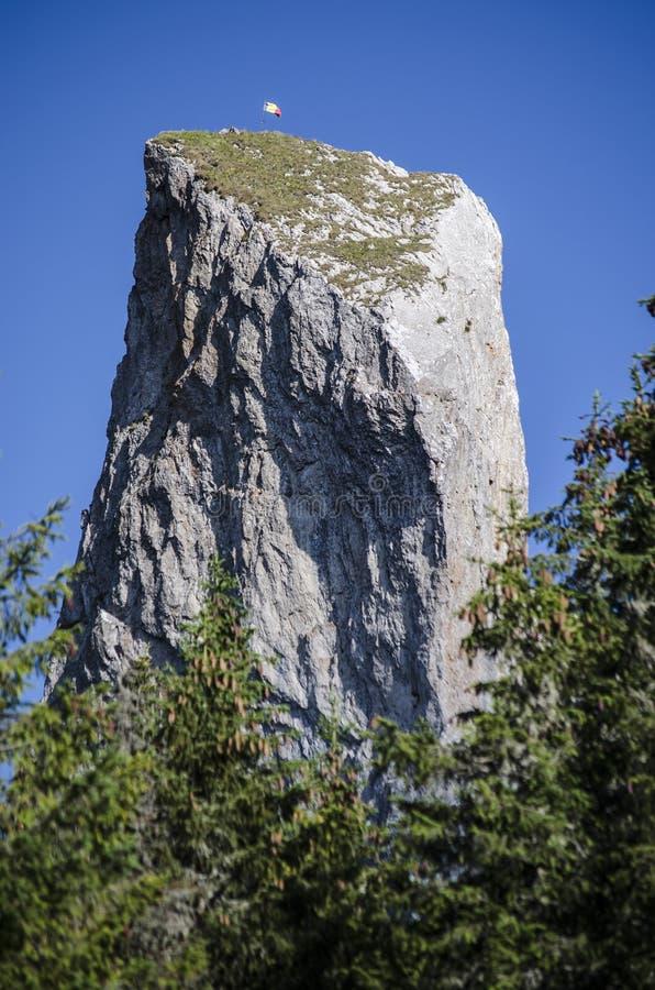 La señora s empiedra el acantilado - Rarau - Campulung - Rumania imagen de archivo