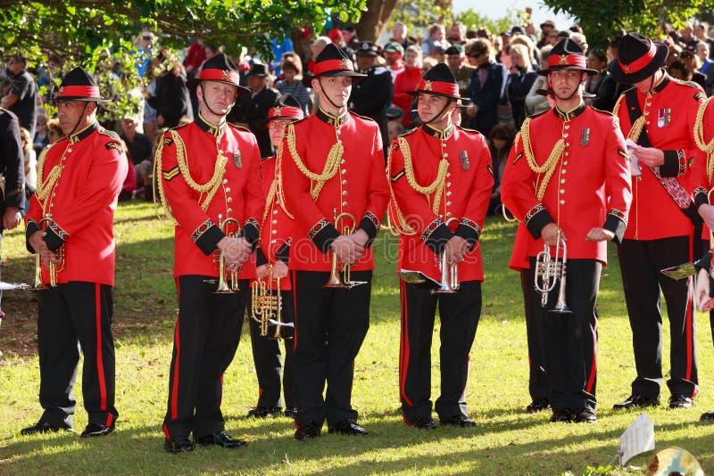 La sección de trompeta de la banda del ejército de NZ, en uniformes rojos ceremoniales foto de archivo libre de regalías