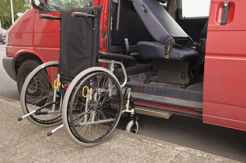 La sedia a rotelle facilita fotografie stock libere da diritti