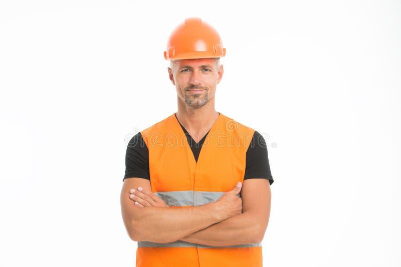 La seguridad es cuestión principal Casco protector del hombre y fondo blanco uniforme Cámara de mirada confiada del constructor d foto de archivo