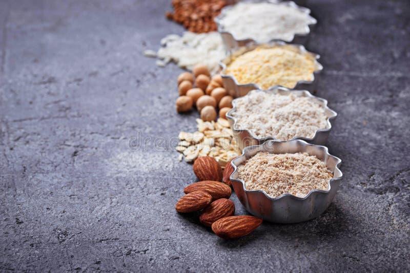 La selección de diverso gluten libera la harina imagen de archivo