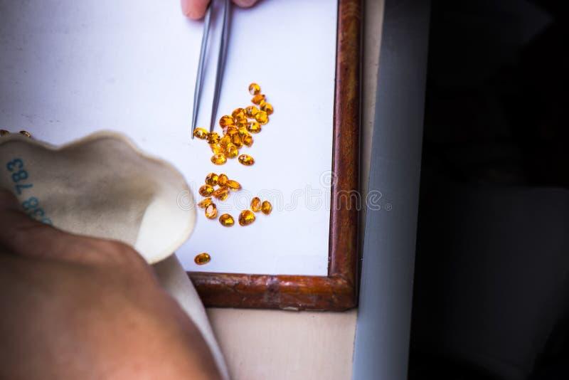La selección de piedra preciosa gotea a cuál ninguna culpa fotos de archivo libres de regalías