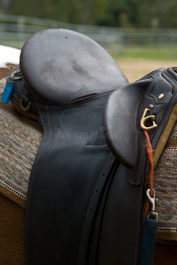 La selle d'un cheval en cuir image libre de droits