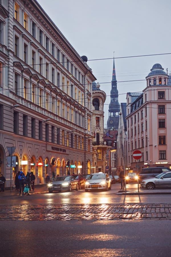 La sera nella città vecchia di Riga fotografia stock