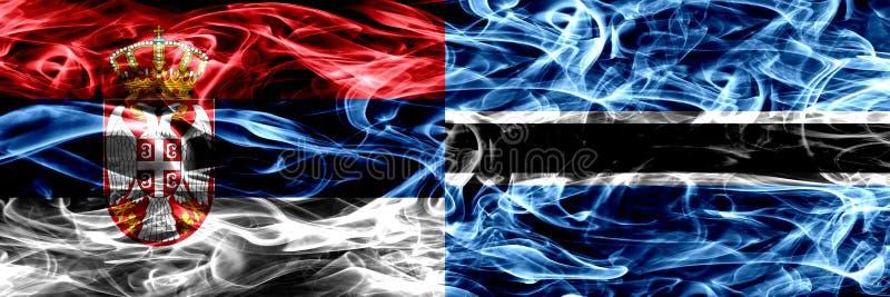 La Serbia contro il Botswana, bandiere del fumo di Botswanan disposte parallelamente T fotografia stock libera da diritti