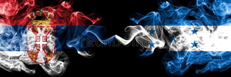 La Serbie contre le Honduras, drapeaux mystiques fumeux honduriens placés côte à côte Épais coloré soyeux fume la combinaison de  illustration de vecteur