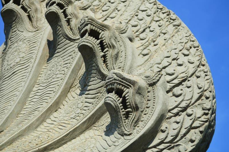 La serpiente dirige la escultura en Camboya fotos de archivo libres de regalías