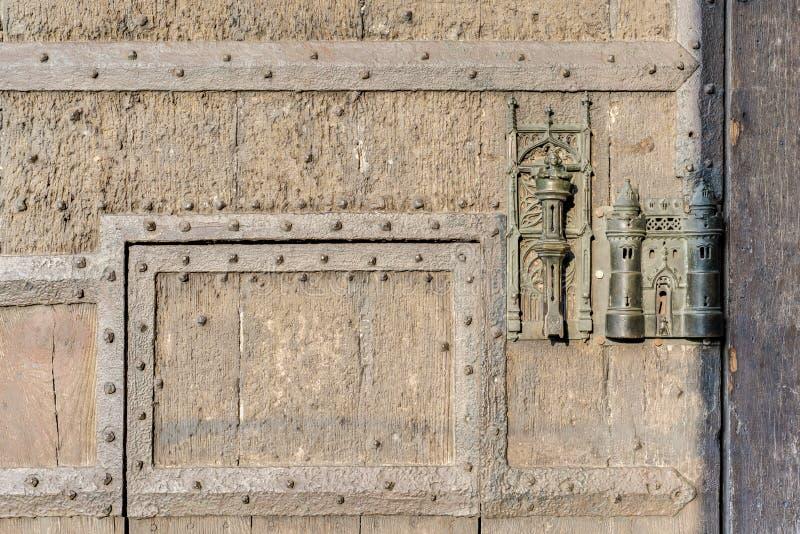 La serrure et la porte d'hôtel de ville tirent dedans Mons, Belgique. image libre de droits