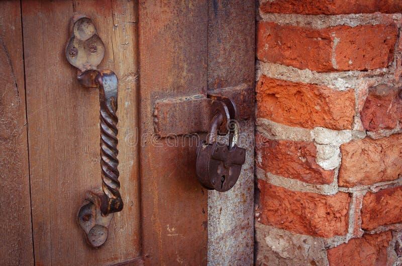 La serrure sur la porte photo stock